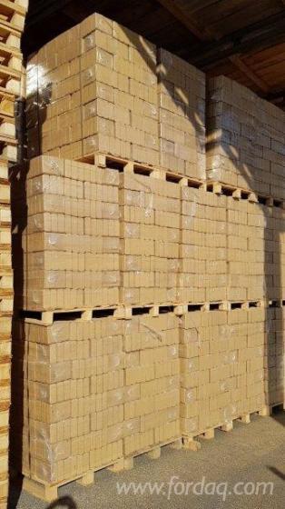 Vend-Briquettes-Bois-H%C3%AAtre