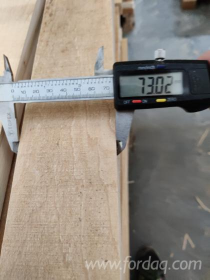 Fix-Edged-Maple-AB-Grade---Coloured-26-mm