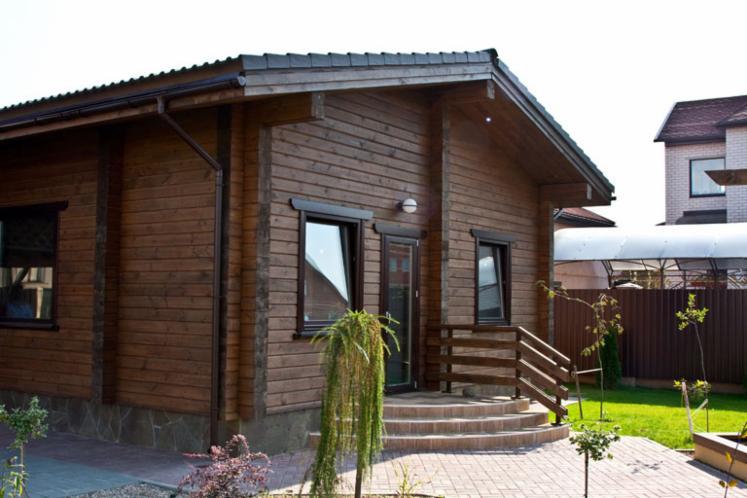 vend fuste maisons en rondins empil s pin bois rouge r sineux europ ens belarus. Black Bedroom Furniture Sets. Home Design Ideas