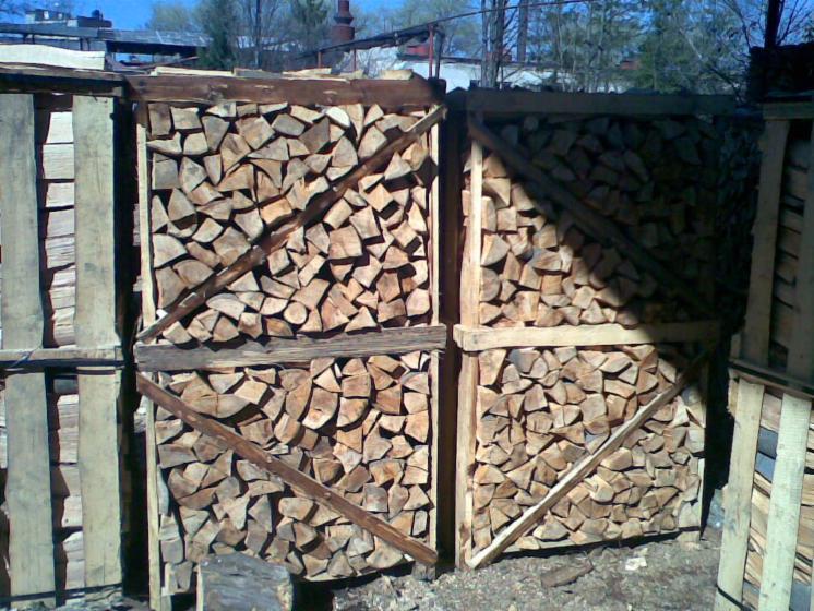 Brennholz-gespalten