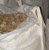 Wholesale Oak (European) Wood Briquets in Czech Republic