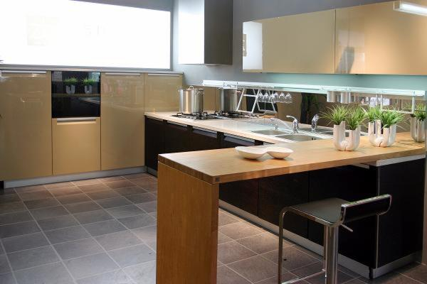 Antine e componenti in legno per cucine