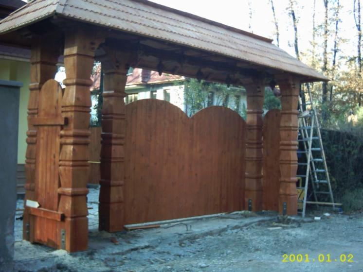 Roble europa portones iso 9000 for Portones madera rusticos