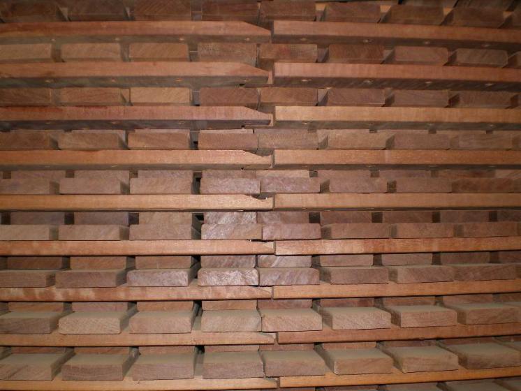 Vendo piastrelle di legno per giardino legno tropicale latino americano - Piastrelle di legno ...