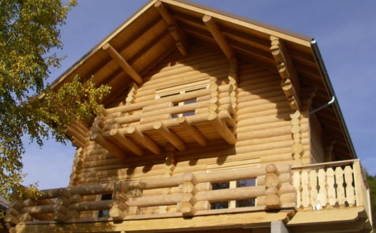 Case din grinzi stratificate, Case din lemn rotund;  Casute Camping