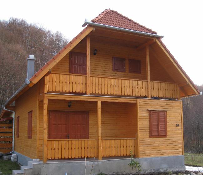 Casa con struttura in legno abete legni bianchi for Case in legno polonia
