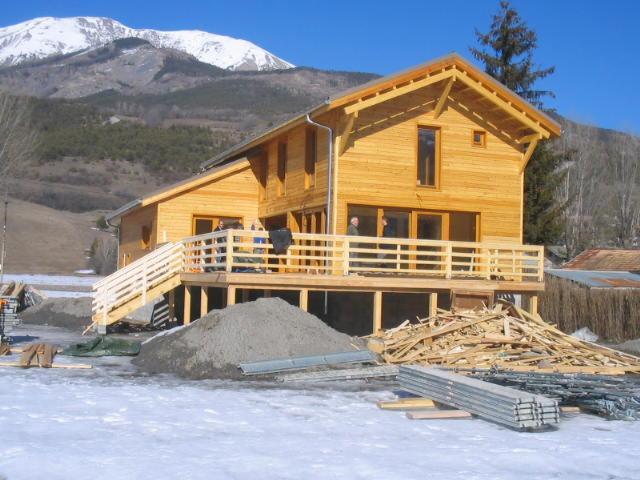 Casa con struttura in legno abete for Case di legno in romania