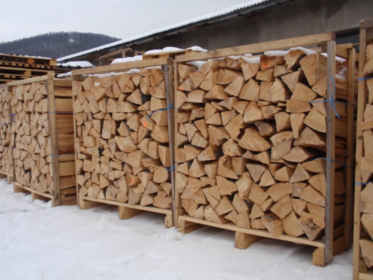 Gewerblicher-Handel-Buche-Brennholz-gespalten-in-Slowakische